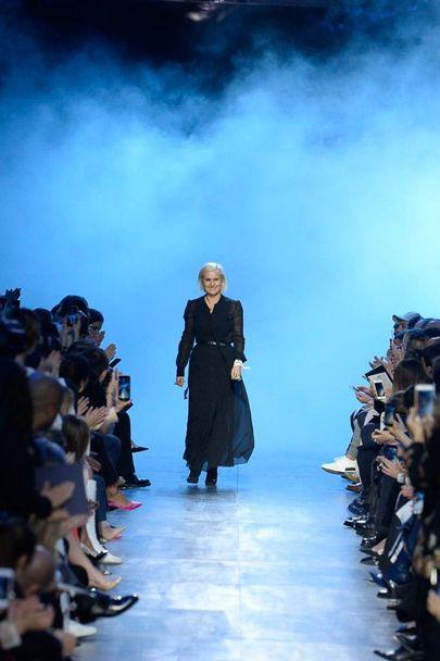 Maria Grazia Chirui trong show diễn tràn ngập sắc xanh của Christian Dior