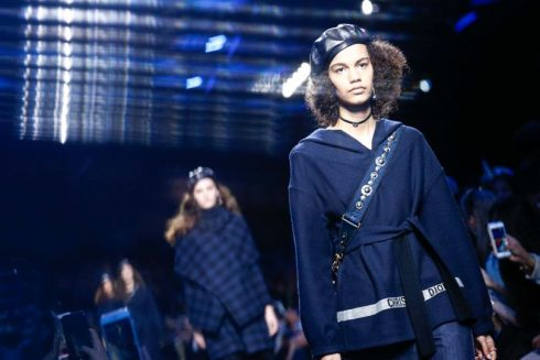 Màu xanh navy thống trị sàn diễn của Christian Dior