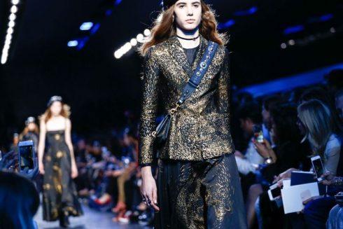 Chi tiết những thiết kế thêu ánh vàng của Christian Dior