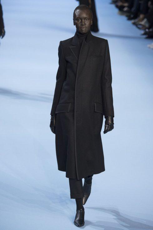 Bộ trang phục mở đầu BST của Haider Ackermann