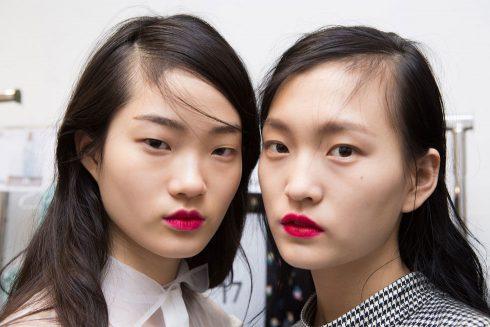 12 xu hướng trang điểm dẫn đầu Paris Fashion Week 2017