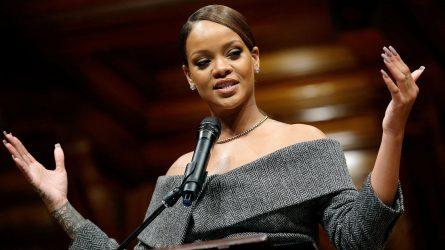 Rihanna phát biểu gì khi nhận giải Nhân đạo tại Đại học Harvard?