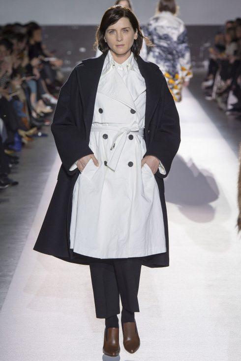 Chiếc áo khoác hai hàng khuy của Dries Van Noten