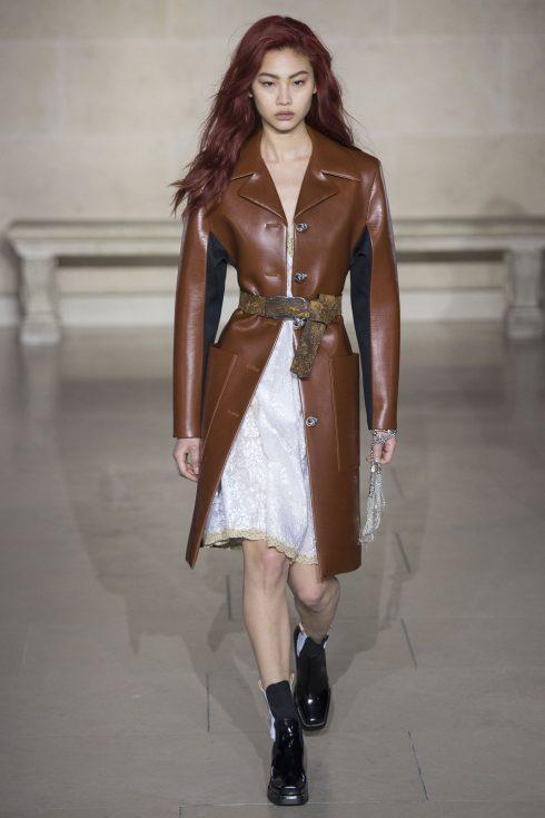 Chiếc áo khoac da nâu của Louis Vuitton