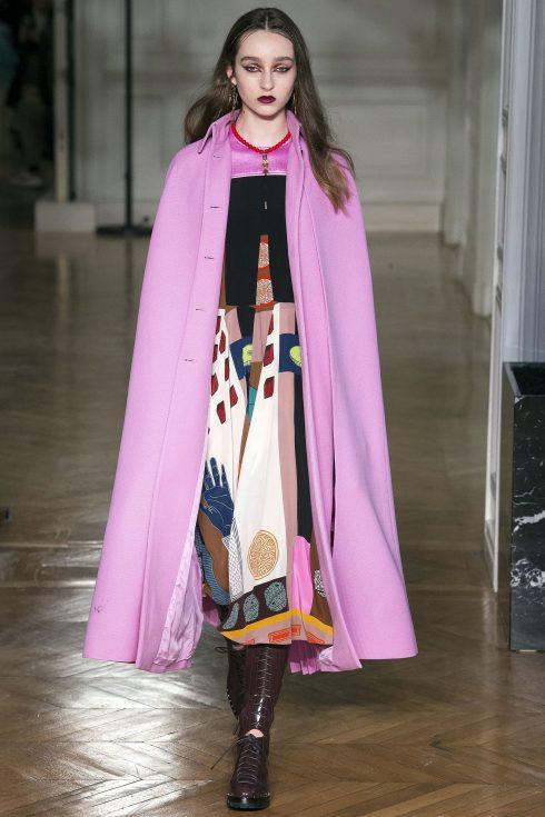 Chiếc cape hồng của Valentino