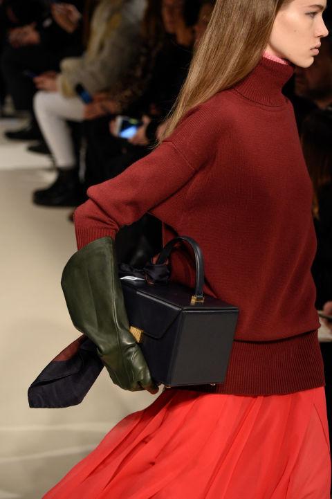 Chiếc túi Vanity Case dự báo sẽ rất hot của Victoria Beckham