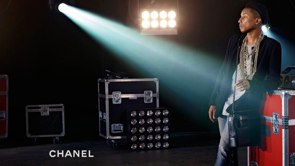 pharrell-williams-chanel-hadbag-ads-elle-man-2