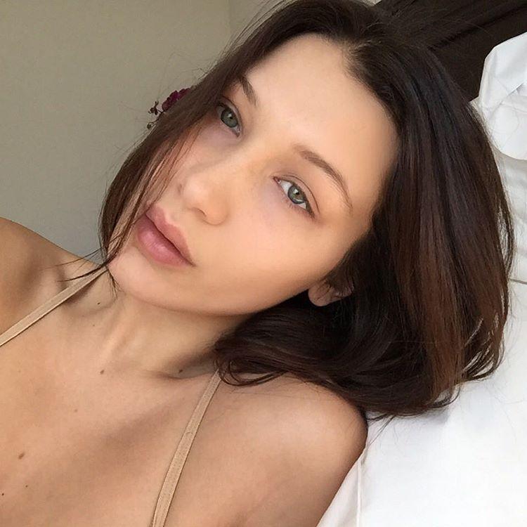 """Gương mặt mẫu hoàn hảo của Gigi """"vẫn cứ là hoàn hảo"""" khi nàng không trang điểm"""