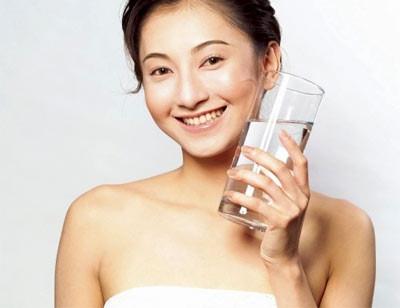 Khoẻ đẹp với cách uống nước khoa học của người Nhật ELLE VN