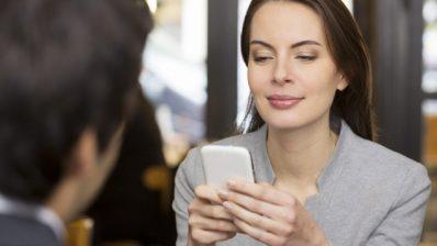 5 thói quen xấu không hợp tình cảnh vô tình bị ghét nơi làm việc