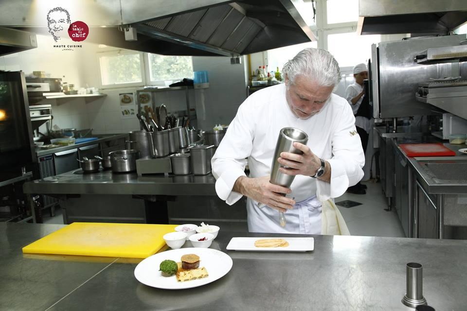 Đầu bếp 2 sao Micheline Alain Dutournier nấu ăn tại nhà hàng duy nhất của ông ngoài nước Pháp - Press Club.