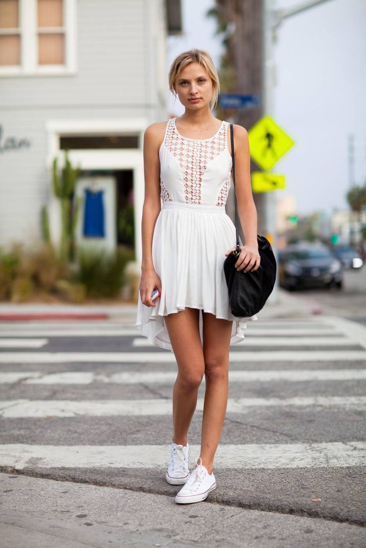 Các kiểu váy bèo nhún khá đa dạng với hoạ tiết, hoa văn hoặc vài trơn khác nhau.