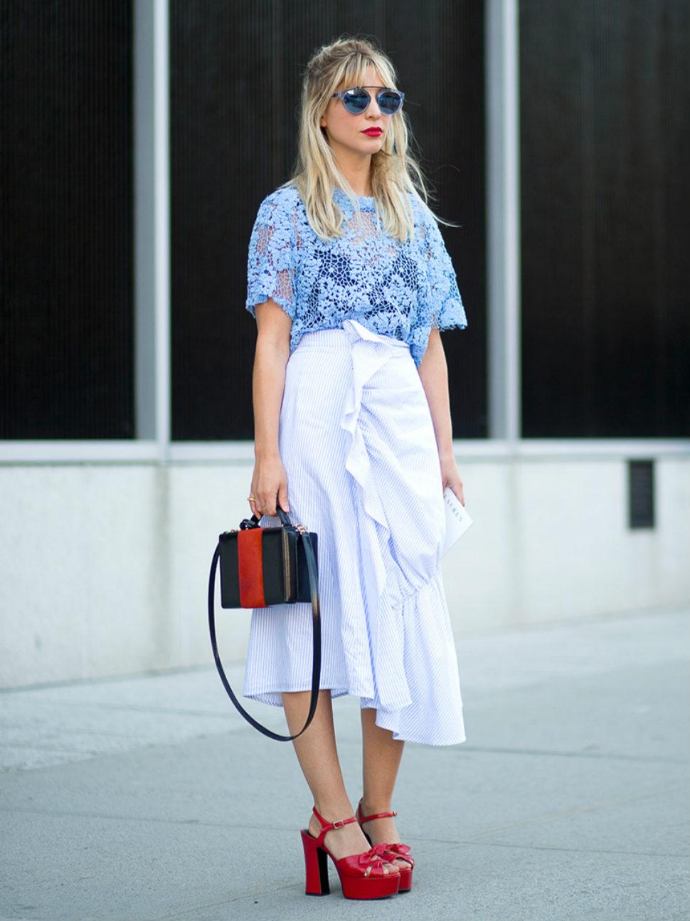 """Chân váy với viền bèo có thể sẽ là lựa chọn khá """"thách thức"""" với nhiều cô nàng."""