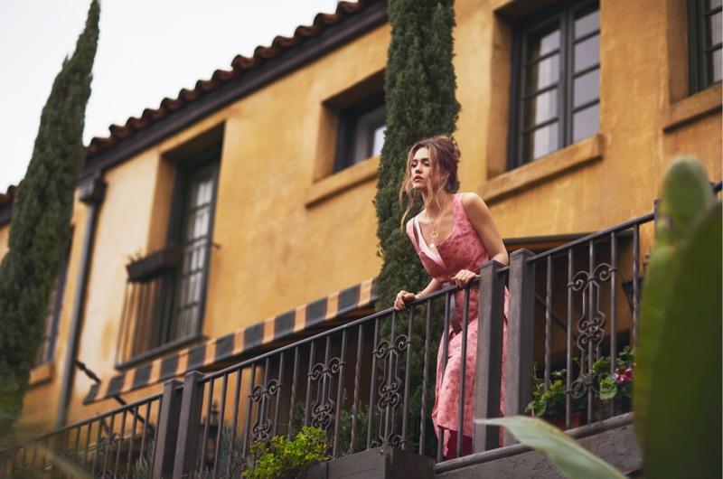 Jessica Alba quyến rũ một cách tự nhiên, cho dù cô có chọn phong cách gì chăng nữa.