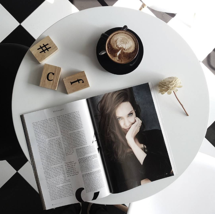 Hình Flatlay Tạp chí Phái Đẹp ELLE với #ELLEVietnam
