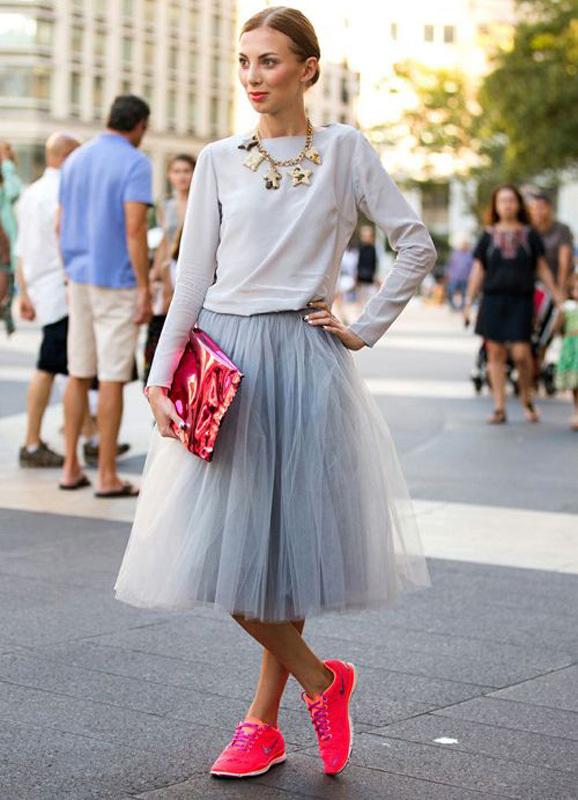 Nhưng thi thoảng hãy thử ứng dụng street style color block – kết hợp nhiều màu sắc để mang đến diện mạo mới cho bản thân.