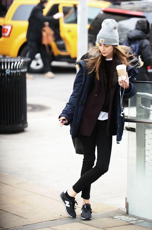Xu hướng thời trang monochrome cần cả sự phối hợp không chỉ ở quần áo mà còn từ cả sneakers.