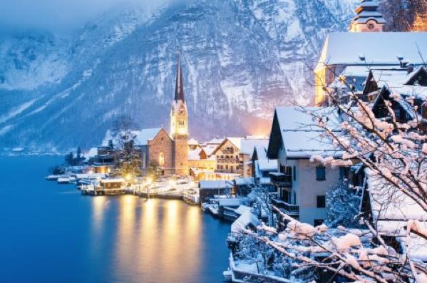 Hallstatt tuyết phủ về đêm