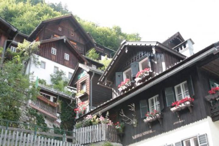 Những ngôi nhà gỗ cổ của thị trấn