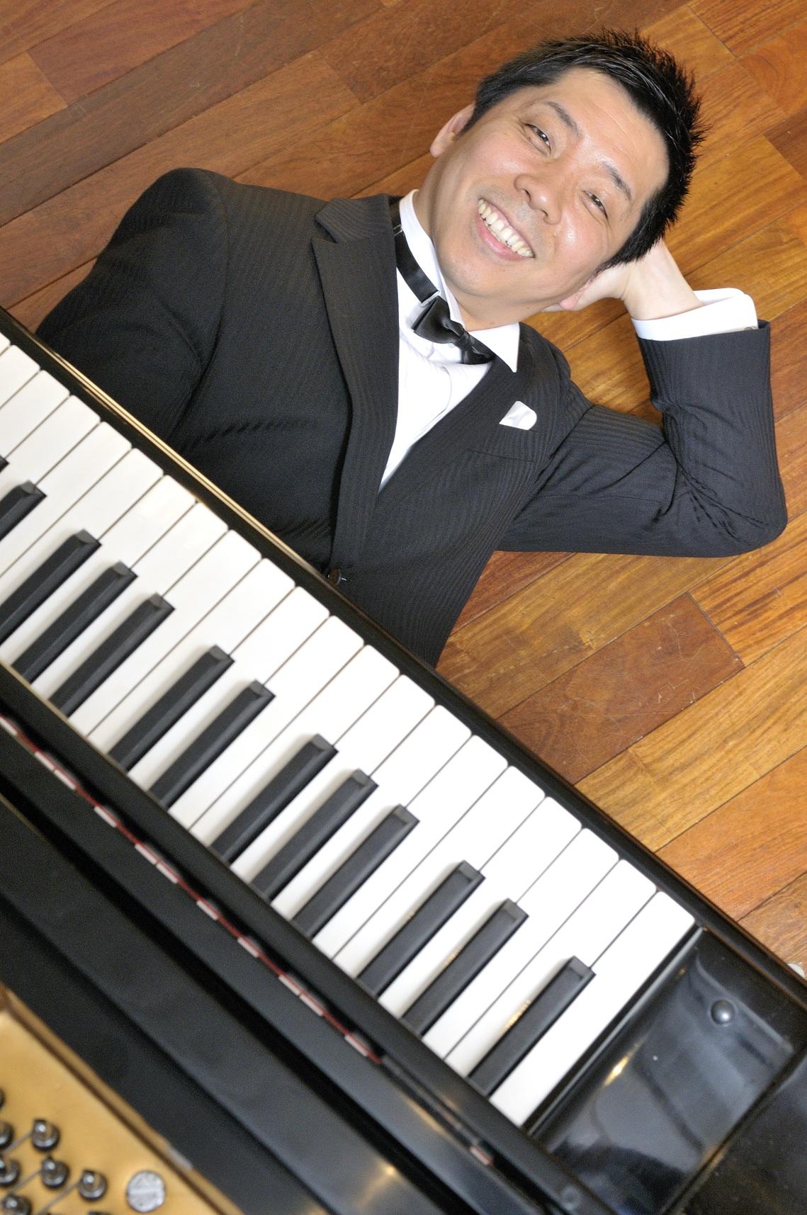 Nghệ sĩ piano Akira Eguchi