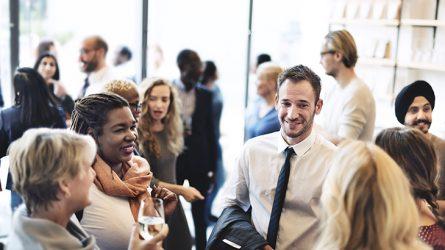 8 cách mở rộng mối quan hệ xã hội dành cho phụ nữ hiện đại