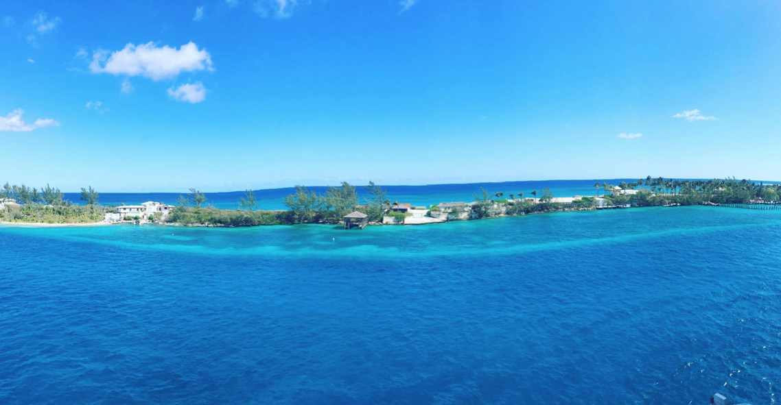 Tàu cập bến thành phố Nassau – thủ đô của Bahamas