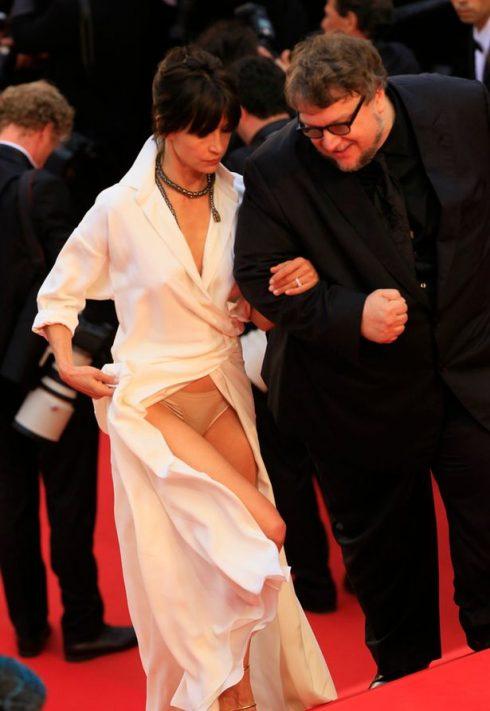 sự cố trang phục đáng tiếc trên thảm đỏ Liên hoan phim Cannes.
