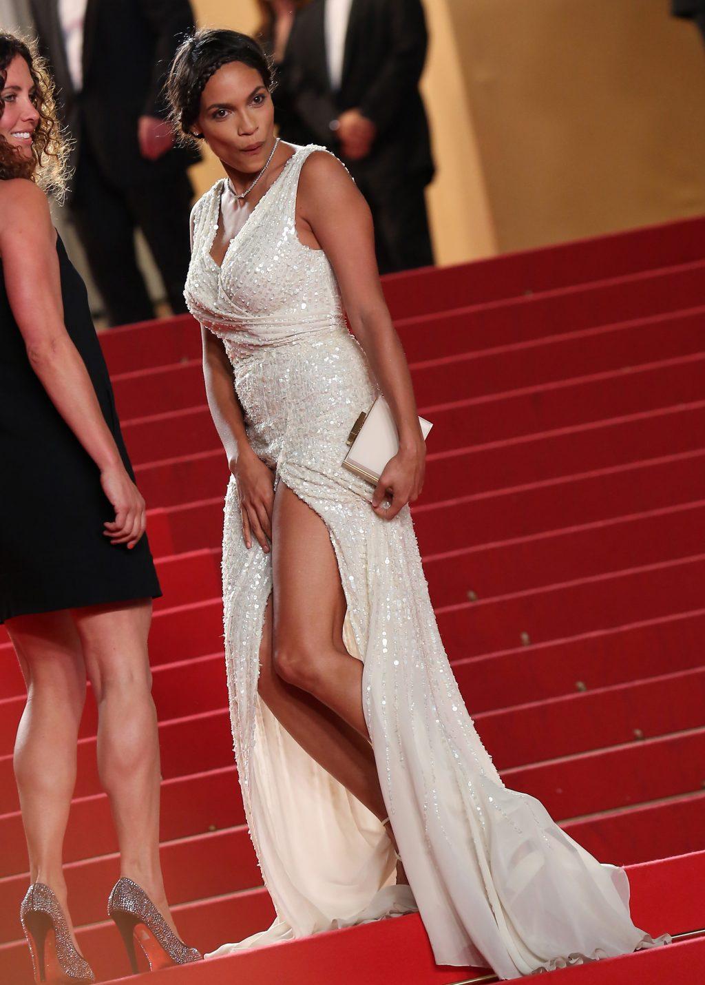 sự cố trang phục đáng tiếc trên thảm đỏ Liên hoan phim Cannes - 05