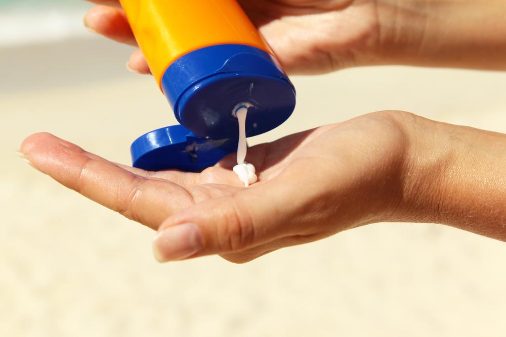 Giải mã 4 lời đồn đoán ghê sợ về kem chống nắng ELLE VN