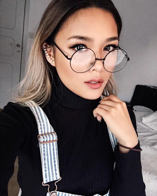 5 mẹo trang điểm đẹp cho cô nàng kính cận ELLE VN