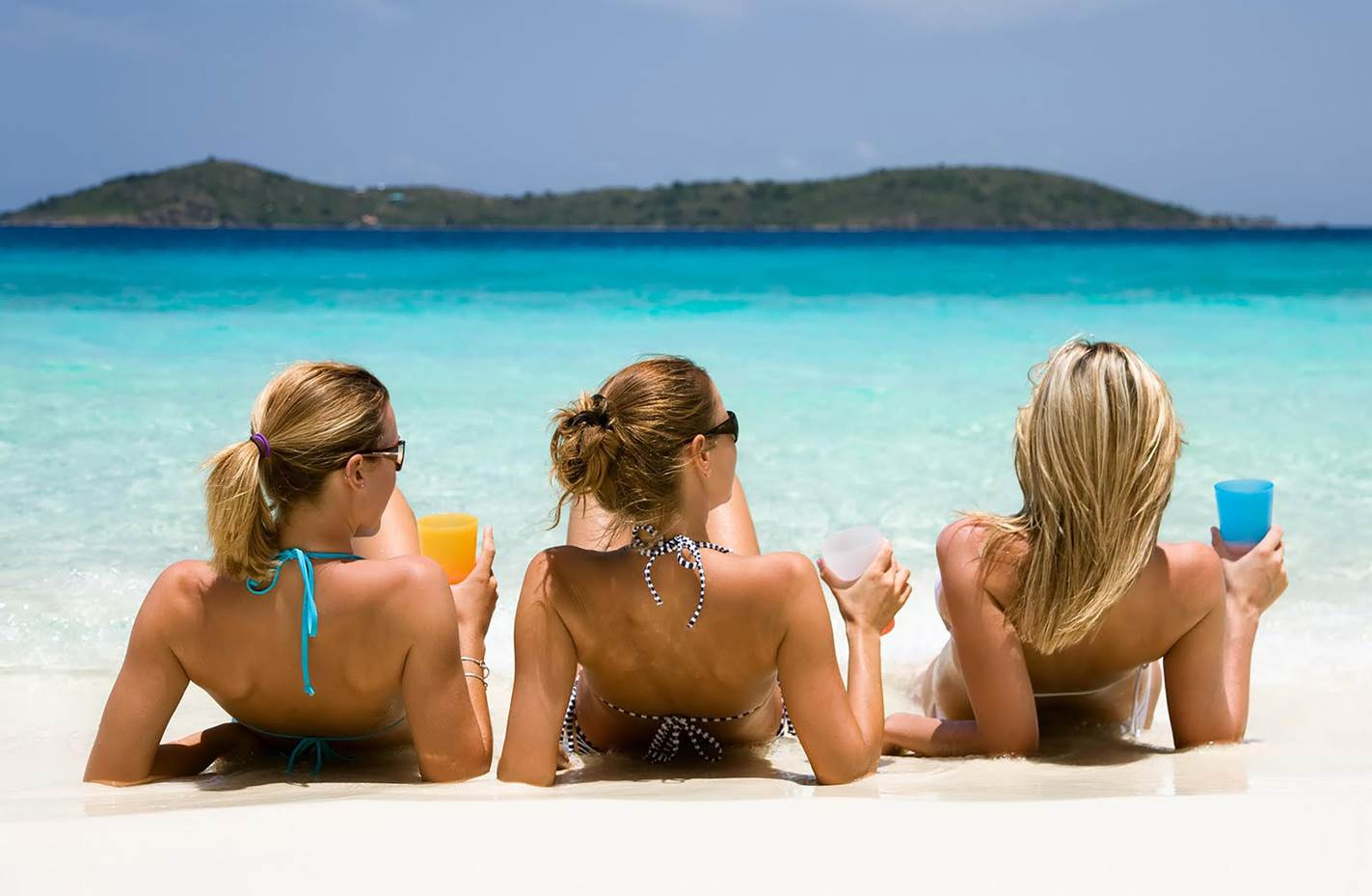 Khung cảnh tuyệt đẹp với biển xanh và cát trắng