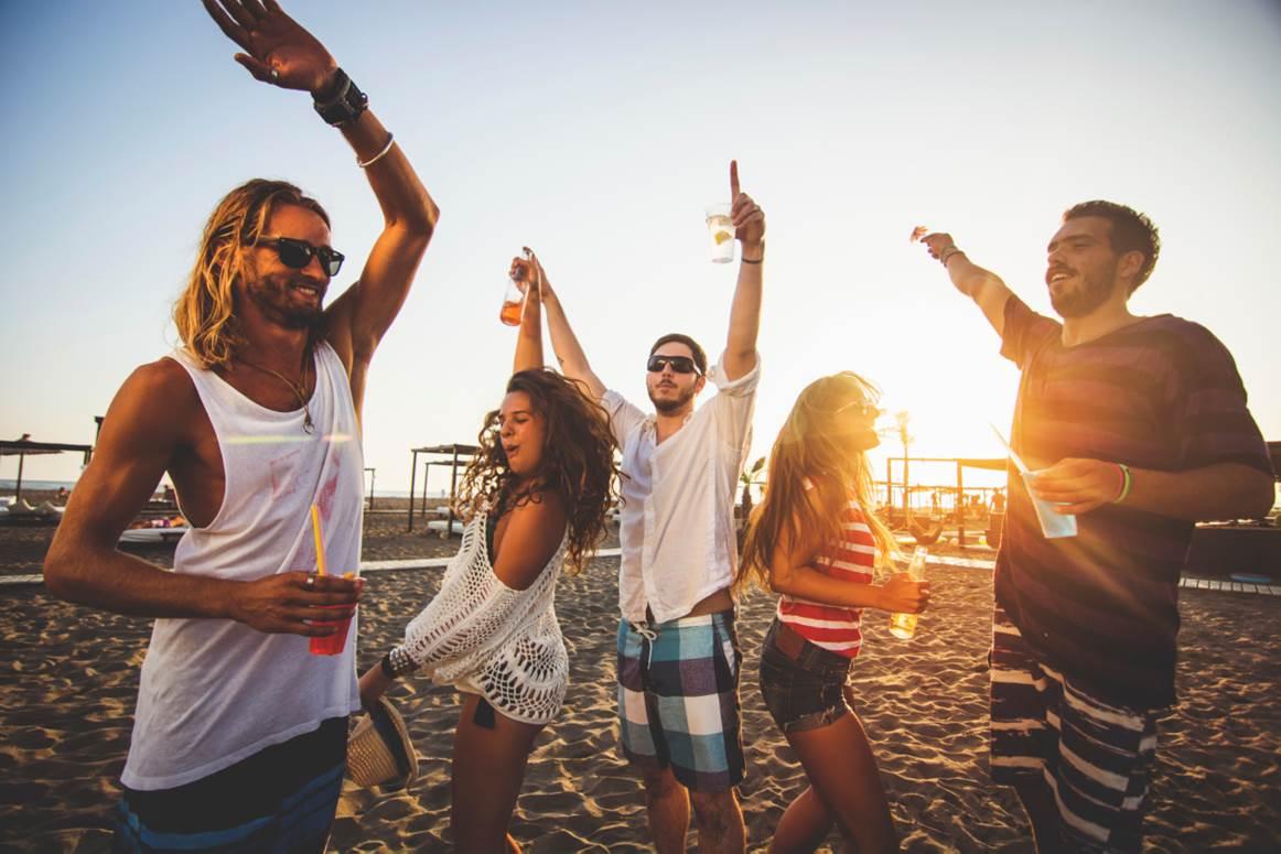 Những bữa tiệc sôi động bắt đầu từ 4h chiều tại OLA Beach