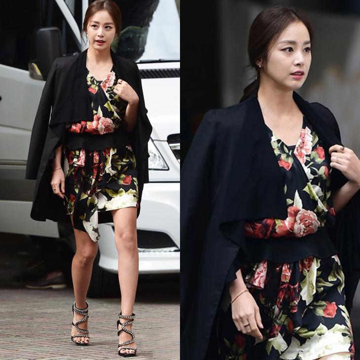 Kim Tae Hee sang trọng, quí phái trong chiếc đầm đen điểm hoa đỏ rực và chiếc blazer khoác hờ trên vai.