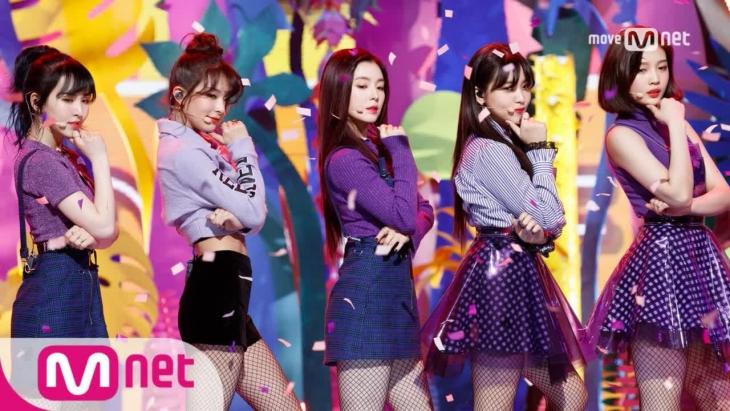 """Red Velvet lại thường mặc đồng phục khá """"sến"""""""