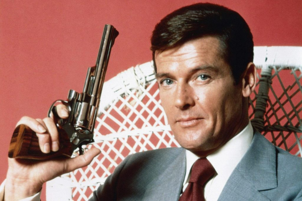 <br /> Roger Moore được mệnh danh là James Bond lâu đời nhất trong 12 năm với 7 tập phim.