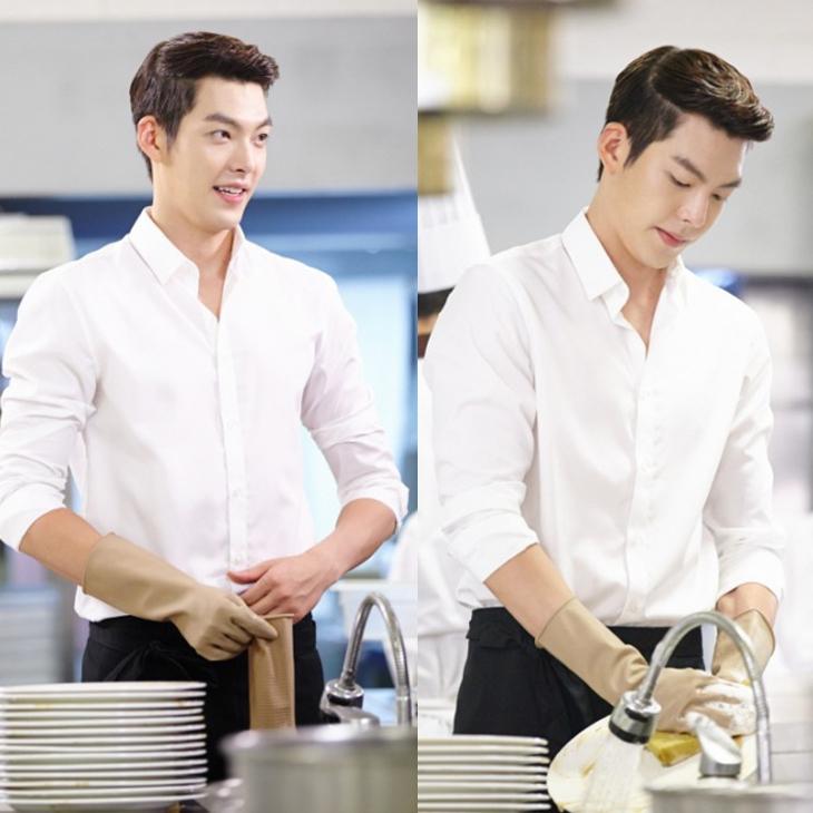 Kim Woo Bin lịch lãm, điển trai trong chiếc áo sơmi trắng.