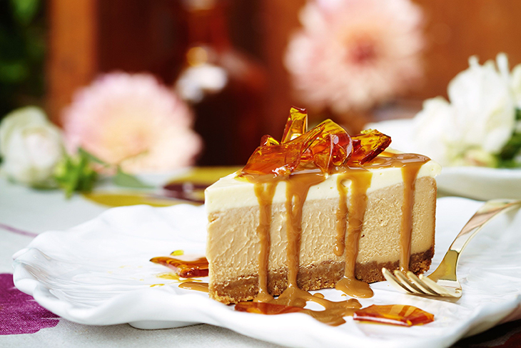 Cheese cake phiên bản Mỹ latinh có mứt pha lê khác như là một topping.
