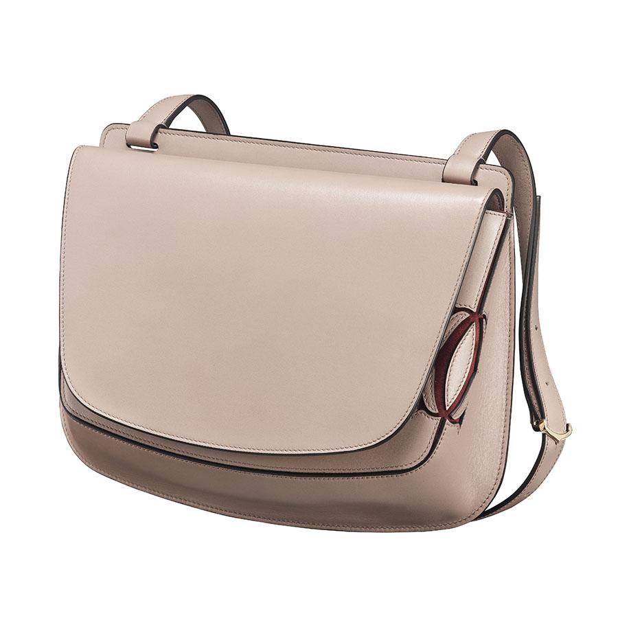 BST Must C de Cartier với dòng túi xách mang màu hồng nhạt tinh tế