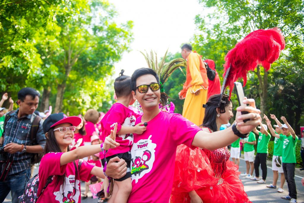 MC Phan Anh cũng đưa gia đình mình đến tham gia VDTM