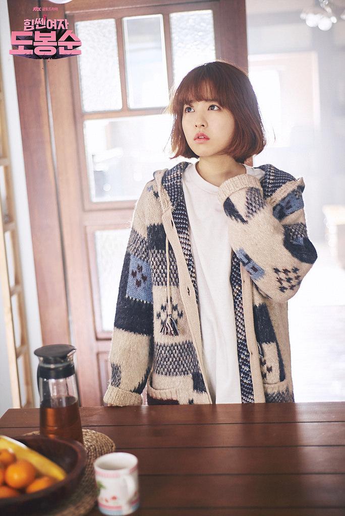 Thời trang trong phim Hàn: Cô nàng mạnh mẽ Do Bong Soon