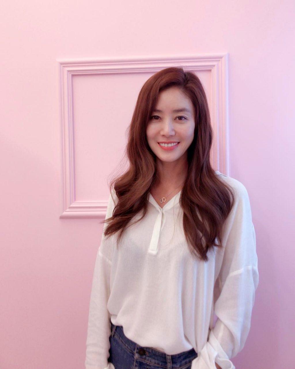 """Có thể nói, Kim Sung Ryung không chỉ là nữ nghệ sĩ có vẻ đẹp """"không tuổi"""" về nhan sắc và nét đẹp của cô còn hiện hữu cả trong tâm hồn đáng quý."""