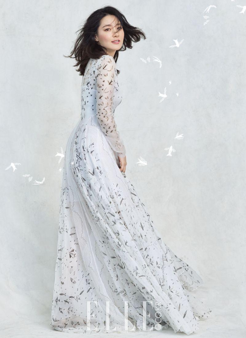 Vẻ đẹp thanh thoát, trẻ trung của nữ diễn viên trên tạp chí ELLE Hàn Quốc