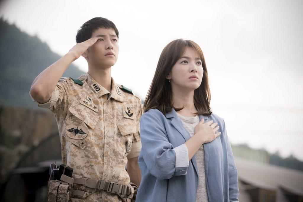 Song Hyo Kyo và Song Joong Ki trong phim Hậu duệ mặt trời. Cặp đôi sẽ kết hôn vào tháng 10 năm 2017