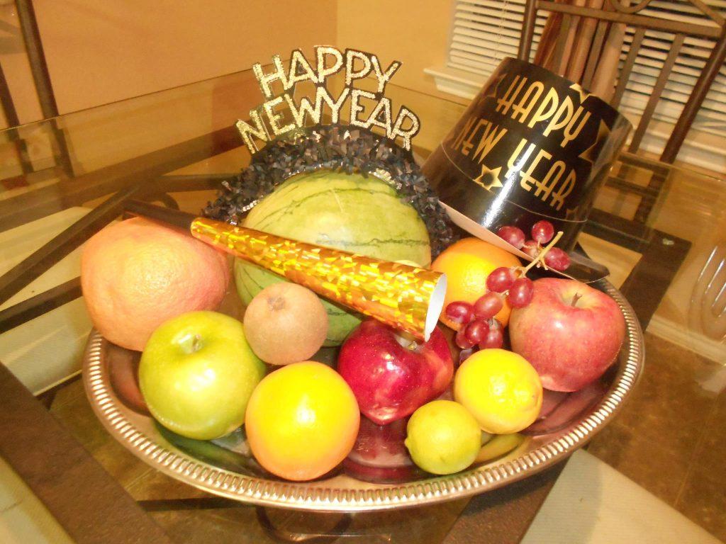 Các loại quả hình tròn, vị ngọt như dưa hấu, táo, cam...được trưng trong dịp năm mới của Philippines.