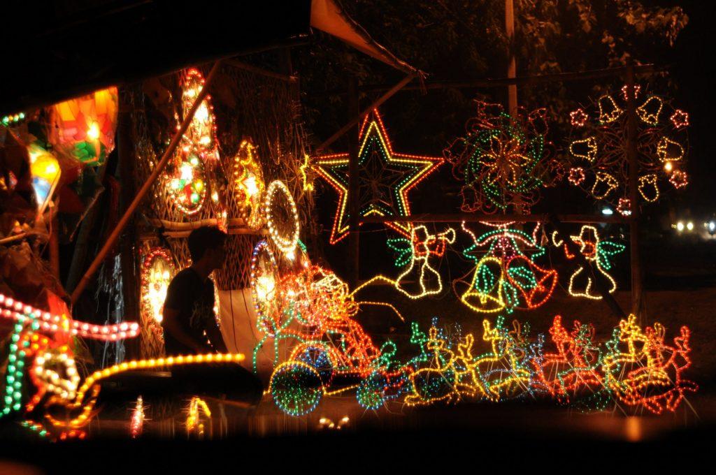 Ánh đèn led đủ màutrên đường phố Philippines