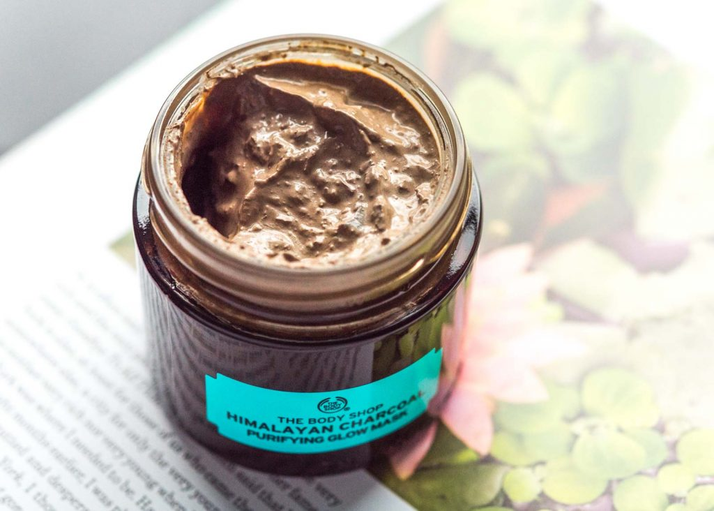 Mặt nạ The body shop HIMALAYAN CHARCOAL PURIFYING GLOW MASK
