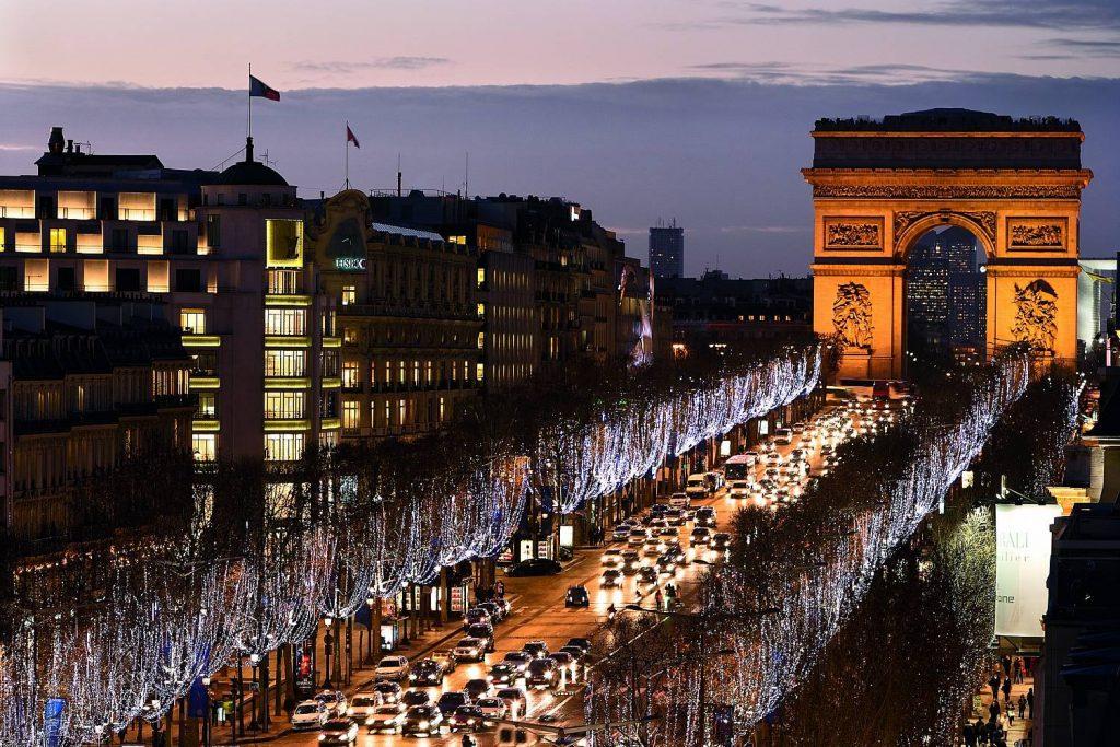đại lộ ánh sáng Champs-Elysees,