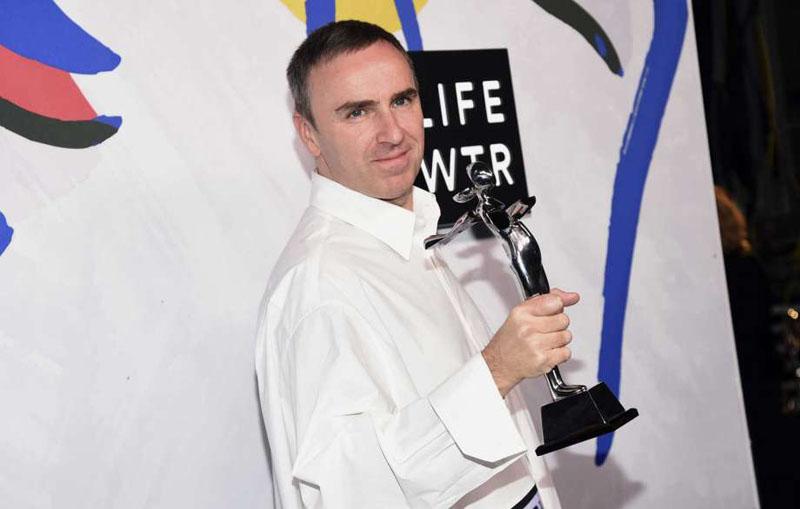 Raf Simons đoạt giải thưởng CFDA ở cả hai hạng mục lớn
