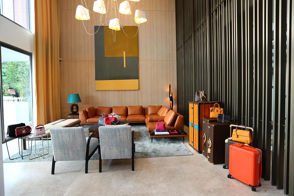 Ngôi biệt thự được bài trí trang trọng mang dấu ấn phát triển của Louis Vuitton.
