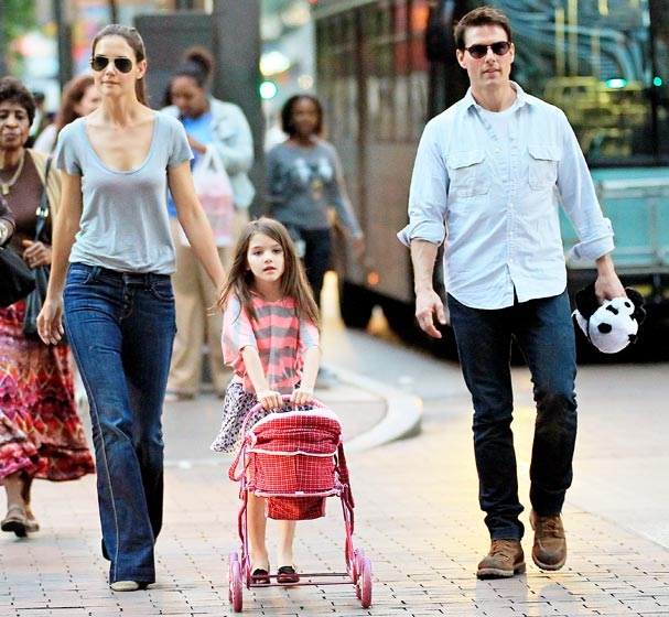 """Gia đình của nam tài tử bộ phim """"Nhiệm vụ bất khả thi"""" - Tom Cruise đã từng có những giây phút hạnh phúc bên nhau."""